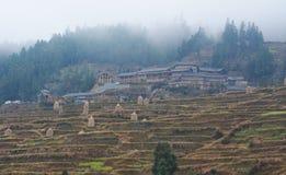 Miao Village en la niebla Imagenes de archivo