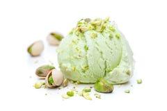 Miarka pistacjowy lody z pistacjami odizolowywać na białym tle obraz stock