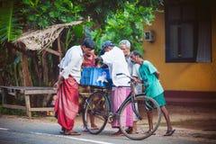 Miarowego jawnego lankijczyka autobusowa przerwa Moring ruch drogowy w mieście Ambalangoda Obraz Royalty Free