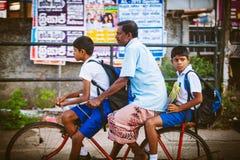 Miarowego jawnego lankijczyka autobusowa przerwa Moring ruch drogowy w mieście Ambalangoda Zdjęcia Royalty Free