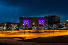Miast światła i nighttime widok zjednoczenie stacja w Kansas City Missouri obraz stock