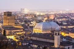 Miast światła przy półmrokiem, Brescia, Włochy Fotografia Royalty Free