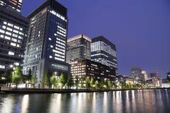 Miast światła Tokio odbijają daleko woda Zdjęcie Royalty Free
