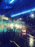 Miast światła widzieć autobusowy okno w Lewisham, Londyn w dżdżystej pogodzie Zdjęcie Royalty Free