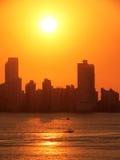 Miasta †‹â€ ‹z żółtym niebem i morzem Zdjęcia Stock