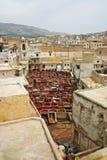 Miasta barwidła i linii horyzontu garnki przy jeden garbarnie w antycznym Zdjęcia Stock
