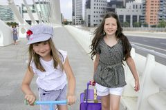 miasta dziewczyn mały idzie szkolny uczeń Obraz Royalty Free