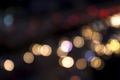 Miasta i światła ruchu bokeh plamy tła abstrakcjonistyczny widok od zdjęcia stock