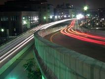 miasta nighttime ruch drogowy Zdjęcia Royalty Free