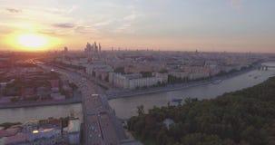 Miasta widok z lotu ptaka przy zmierzchem zbiory