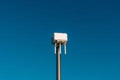 Miasta wifi router Uliczny nadajnik Internetowy sygnał fotografia royalty free
