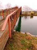 Miasteczka życie - stawu most Zdjęcia Royalty Free