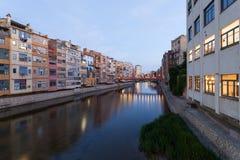Miasteczko Girona przy półmrokiem, Hiszpania Obraz Royalty Free