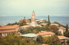 Miasteczko nad zieloną Alazani doliną w Gruzja kraju Wiejski krajobraz Kaukaz z wioska domami w wina robić terenie zdjęcia royalty free