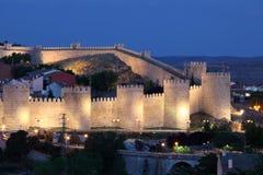 Miasto ściany Avila przy półmrokiem, Hiszpania Fotografia Stock