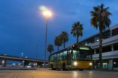 Miasto autobus przy lotniskiem obrazy royalty free