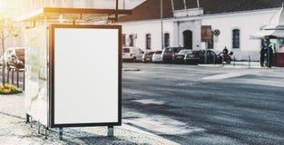 Miasto autobusowa przerwa z pustym plakatowym placeholder Obrazy Royalty Free
