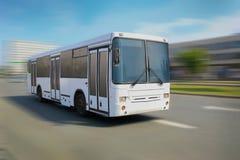 Miasto biały autobus Obraz Royalty Free