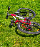 Miasto bicykl na zielonej trawie Żadny ludzie Obraz Royalty Free