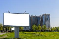 Miasto billboard na tle piękny dom, zielone łąki obrazy royalty free