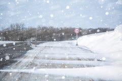 miasto blisko kolejowych drogowych połysk snow słońce zima drewno Dryfy, śnieg Fotografia Royalty Free