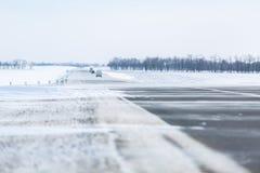 miasto blisko kolejowych drogowych połysk snow słońce zima drewno Dryfy, śnieg Obrazy Royalty Free
