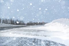 miasto blisko kolejowych drogowych połysk snow słońce zima drewno Dryfy, śnieg Obraz Royalty Free
