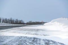 miasto blisko kolejowych drogowych połysk snow słońce zima drewno Dryfy, śnieg Fotografia Stock
