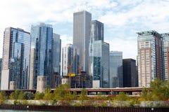 Miasto Chicagowska linia horyzontu z niebieskiego nieba tłem Fotografia Royalty Free