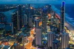 Miasto drapacze chmur przy nocą, antena, długi ujawnienie Zdjęcie Stock