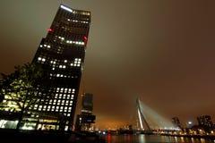 Miasto drapaczy chmur noc zaświeca Rotterdam Fotografia Royalty Free