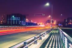 Miasto drogi nocy scena Zdjęcia Royalty Free