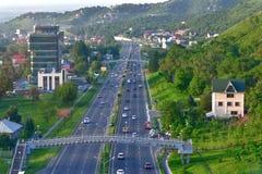 Miasto głąbika autostrada przy świtem Fotografia Royalty Free