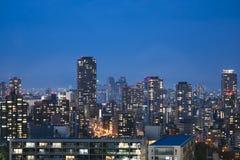 Miasto głąbika nocy sceny linii horyzontu budynek z oświetleniem Zdjęcia Stock