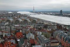 Miasto i rzeka łotwa Riga zdjęcie stock
