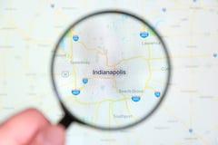 Miasto Indianapolis, Indiana na pokazu ekranie przez powiększać - szkło obrazy stock