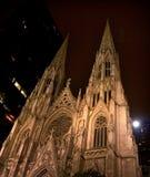 miasto katedralnego nocy Patrick nowy York st. Zdjęcie Royalty Free