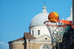Miasto koszykówka z krajobrazem na dnie, Obraz Stock