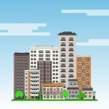 Miasto krajobraz z mieszkanie w wieżowcu domami, miejskimi budynki, zieleni drzewa i gazon, ilustracja wektor