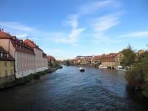 Miasto krajobraz z widokiem rzeki zdjęcie royalty free