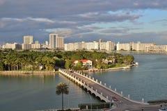 Miasto linia horyzontu i widoki ocean w Miami, Floryda zdjęcia stock