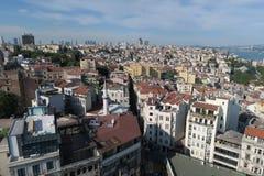 Miasto linia horyzontu Istanbuł przy Beyoglu-Galata okręgiem i Bosporus Fotografia Royalty Free