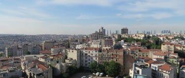 Miasto linia horyzontu Istanbuł przy Beyoglu i Galata okręgiem Fotografia Stock
