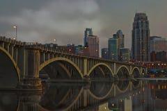 Miasto linia horyzontu przy nocą Obrazy Stock