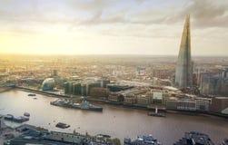 Miasto Londyńska panorama zawiera czerep szkło na Rzecznym Thames Obrazy Stock