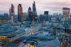 Miasto Londyn, biznesu i bankowości aria, Londyn panorama w słońce secie Zdjęcia Stock