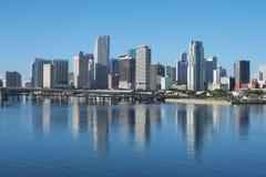 Miasto Miami, Floryda odbijał w Biscayne zatoce fotografia stock