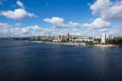 Miasto na banku rzeka Zdjęcie Royalty Free