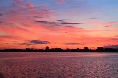 miasto nad zachodem słońca Fotografia Royalty Free