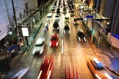 Miasto nocy ruch drogowy, plama ruch drogowy ruch, i samochodów światła w godzinie szczytu Zdjęcia Royalty Free